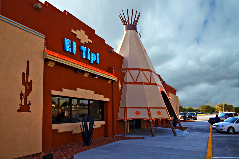 el-tipi-left-side-view