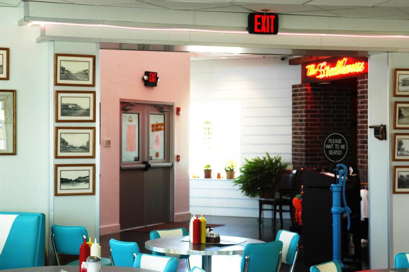 lucilles-diner-steakhouse-entry