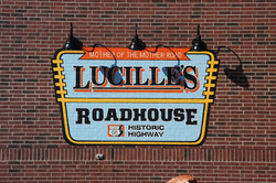 lucilles-roadhouse-exterior-sign-daytime