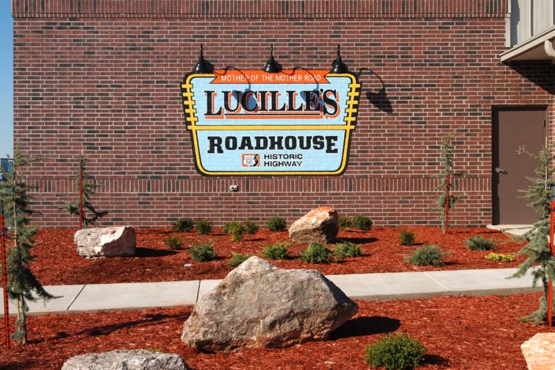 lucilles-diner-exterior-signage-landscaping