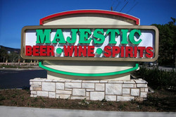majestic-beer-wine-spirits-monument-sign