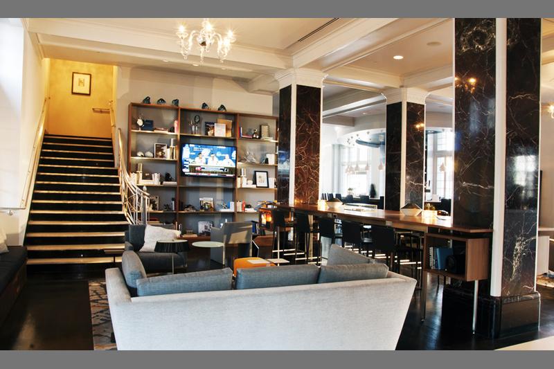 stoneleigh-lounge-stairway