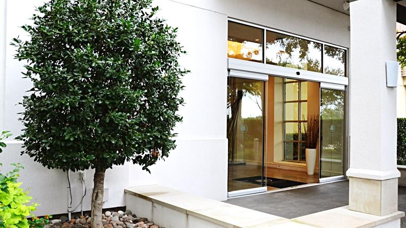 doubletree-love-field-renovation-entrance-md