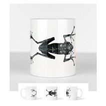 Tasse blanche avec une taxidermie de grenouille géante  DISPONIBLE  Quantité : 5 Prix : 15€ Réf : DIV03  Envoi possible, frais de port en sus, 6€ par La Poste ou 4,50€ par Mondial Relay