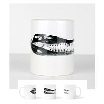 Tasse blanche avec un crâne de crocodile  DISPONIBLE  Quantité : 4 Prix : 15€ Réf : DIV06  Envoi possible, frais de port en sus, 6€ par La Poste ou 4,50€ par Mondial Relay