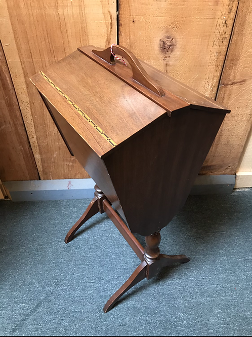 Sewing/knitting stand