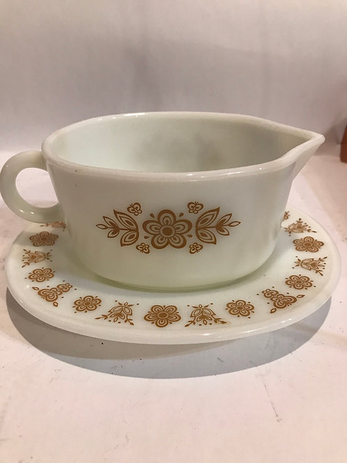 Pyrex gravy boat and plate