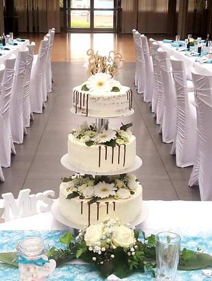 Hochzeitstorte am Ständer .jpg