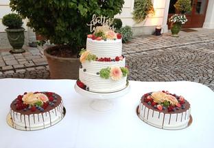 Hochzeitstorte mit Sidecakes