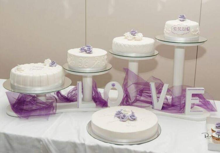 Hochzeitstorte flieder auf Ständer