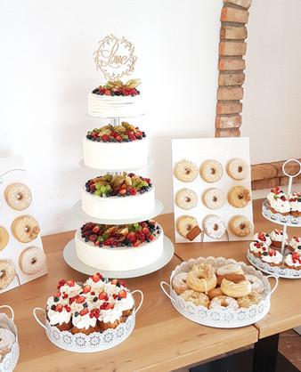 Hochzeit Sweet Table.jpg