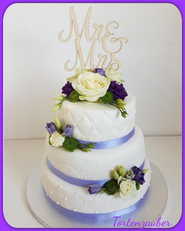 Hochzeitstorte lila verspielt