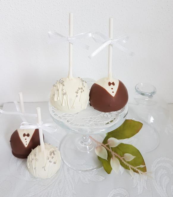 Braut&Bräutigam Cakepops.jpg