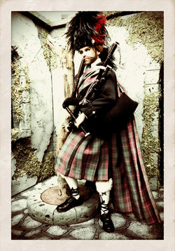 Highlands Bagpiper Ken