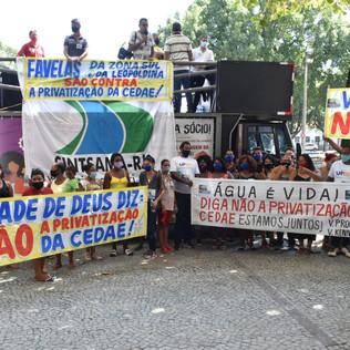 Carreata em defesa da Cedae pública percorre o centro do Rio