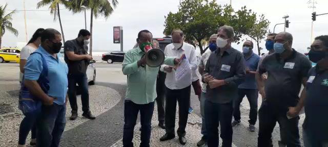 Ato pela anulação do leilão da Cedae na porta do Consulado do Canadá