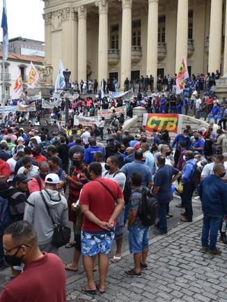 Vitória da mobilização dos trabalhadores: Alerj suspende privatização da Cedae