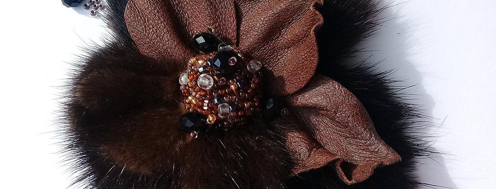 Меховая брошь fur brooch. Цветок из кожи и меха.