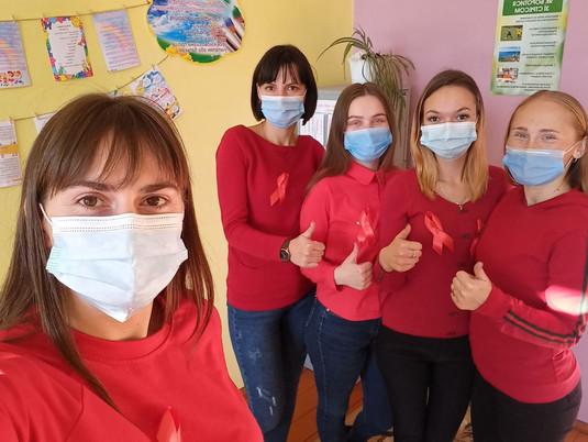 1 грудня у світі відзначають Всесвітній день боротьби зі СНІДом.