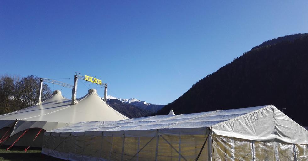 Der Circus 4-Master 30x30 Vorzelt 8x24.j
