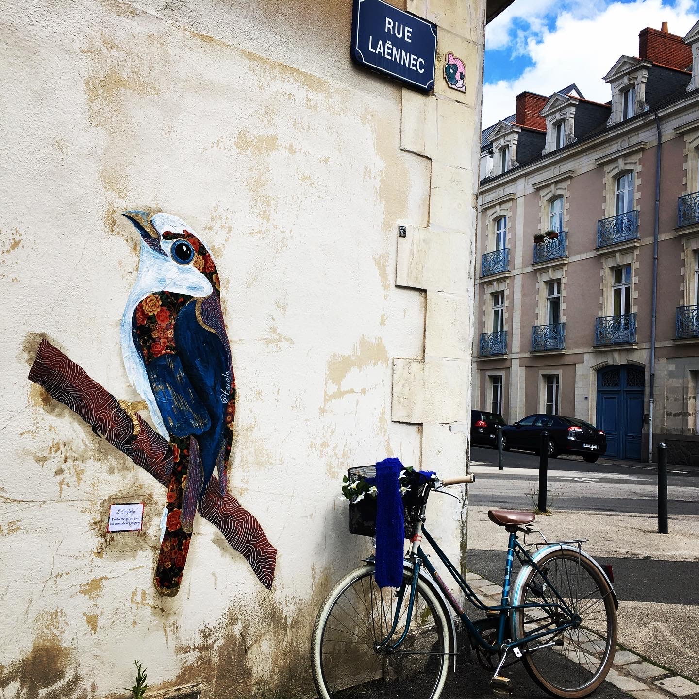 Collage dans la rue