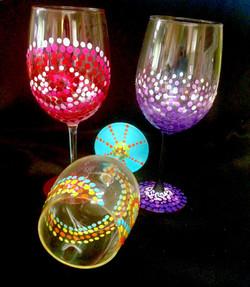 dots wine glass2