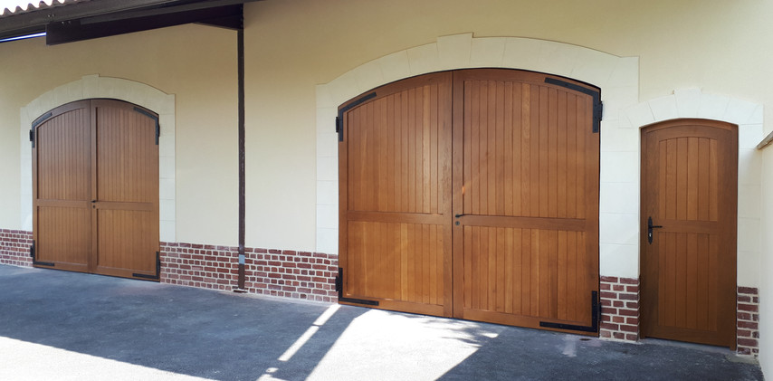 Porte de garage et portillon