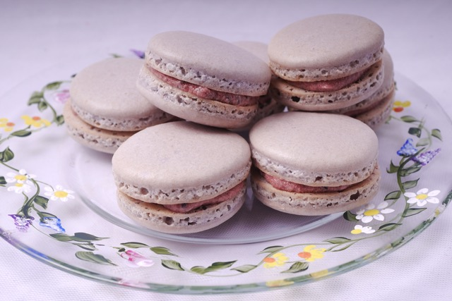 Macarons with blueberry