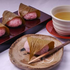 Sakura-mochi (Kansai style)桜餅