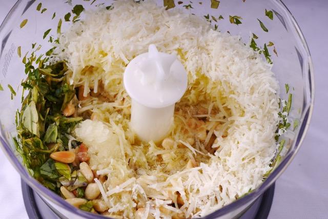 Pesto in blender