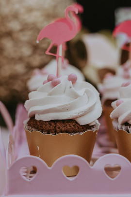 A flamingo themed Cupcake