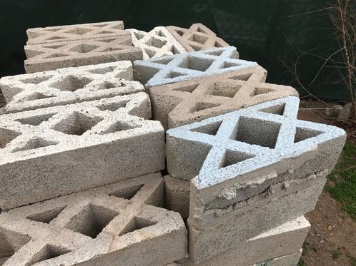 concrete block 8 in x 8 in x 16 in