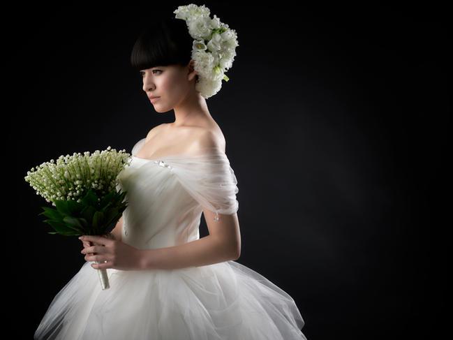 ・Photo:Koichi Imabayashi ・Dress:Emarie ・Hairmake&Flower:  Mikamihiroyuki