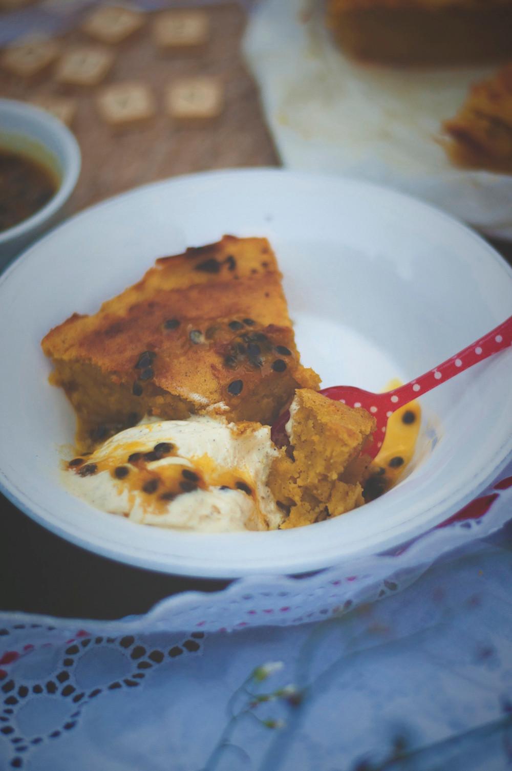 Gâteau de Patate douce au coulis de fruits de la passion