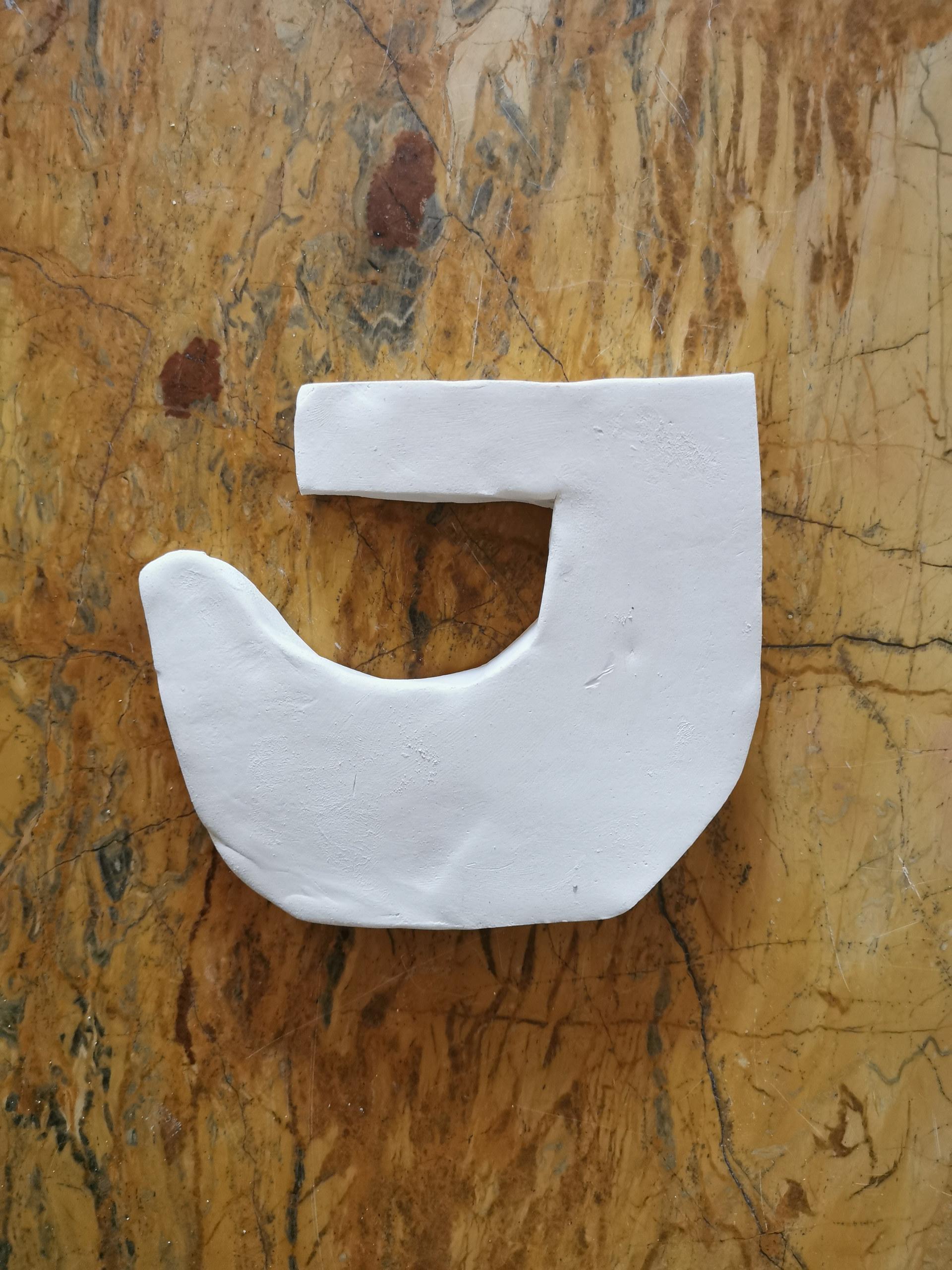 Forme fertile (petite) #12, juillet 2020, faience blanche, 13x12 cm, Virginie Hucher