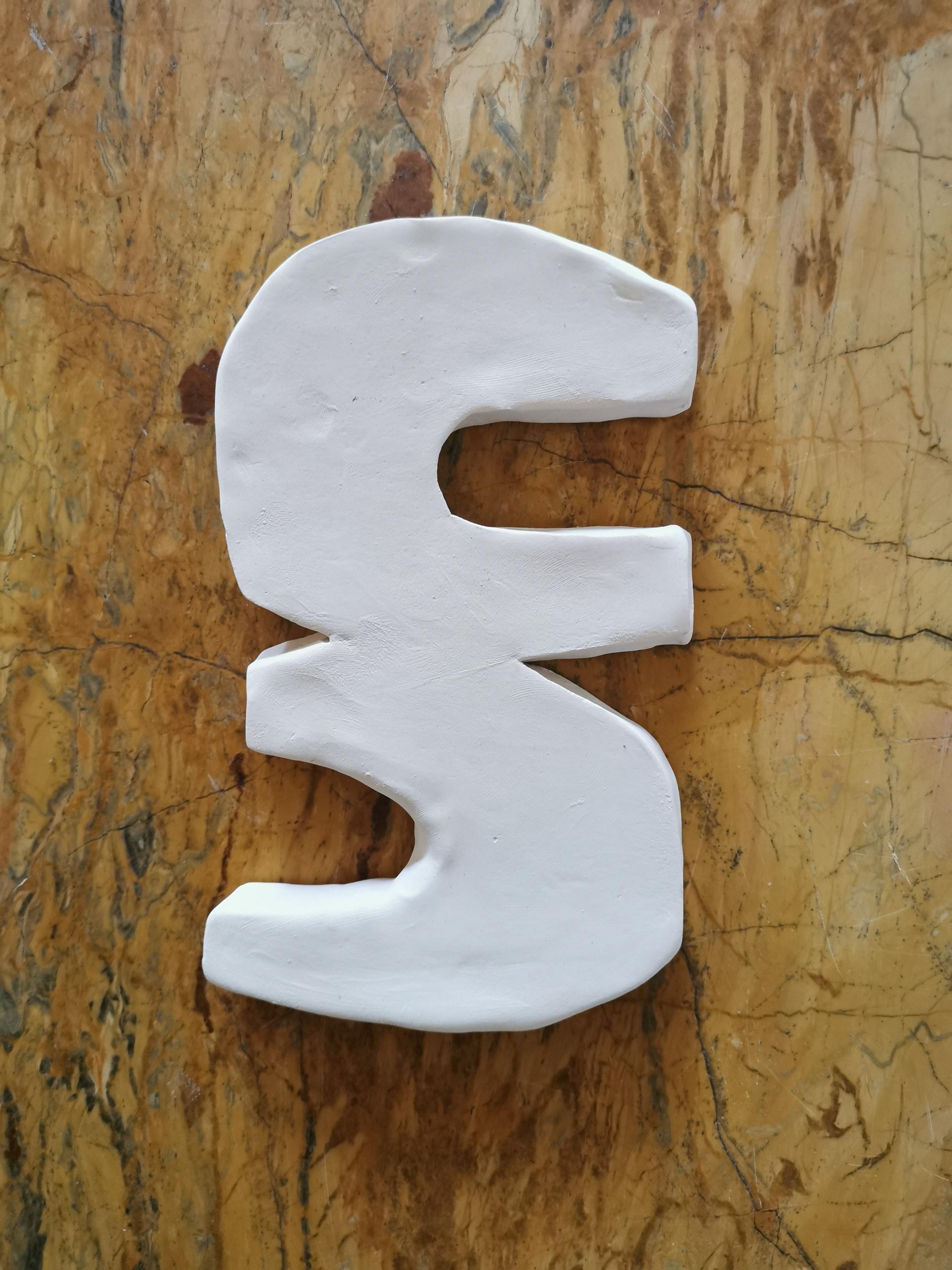 Forme fertile #2, 2020, faience blanche, 18x11 cm