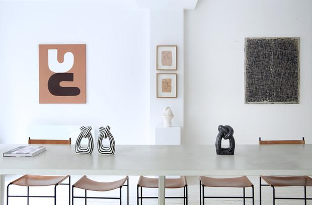 Oeuvres de Virginie Hucher, Rebekka Seale & Pola Carmen. Céramiques de Tove Tenga & de Yoon-Young Hur, Amelie maison d'art, avril 2020 (photo Roxane Diamand)