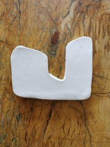 Forme fertile (petite) #7, juillet 2020, faience blanche, 14x11 cm, Virginie Hucher