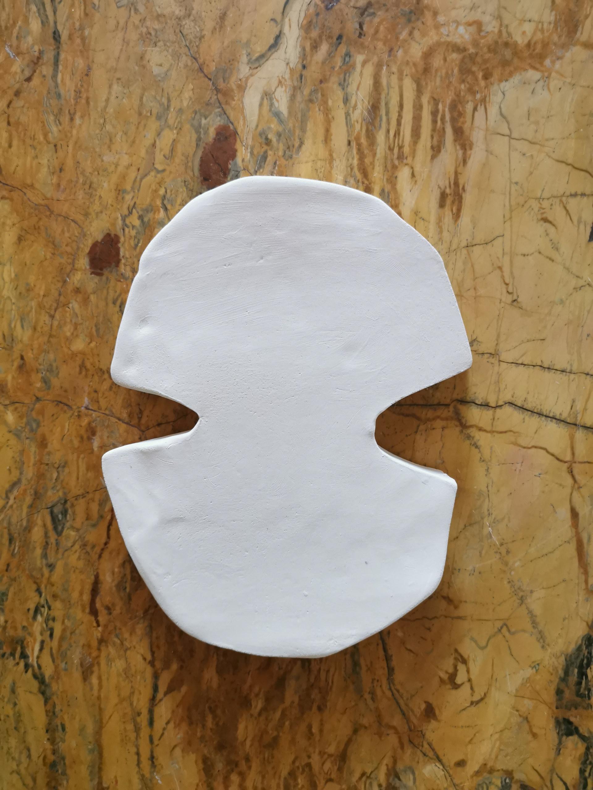 Forme fertile #16, 2020, faience blanche, 19x14 cm