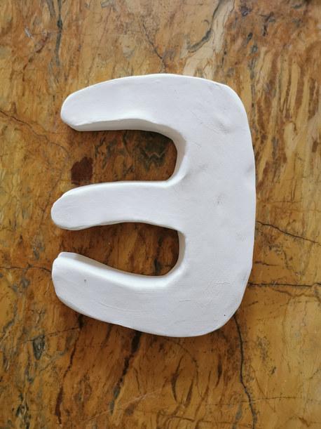 Forme fertile #4, 2020, faience blanche, 15x12 cm