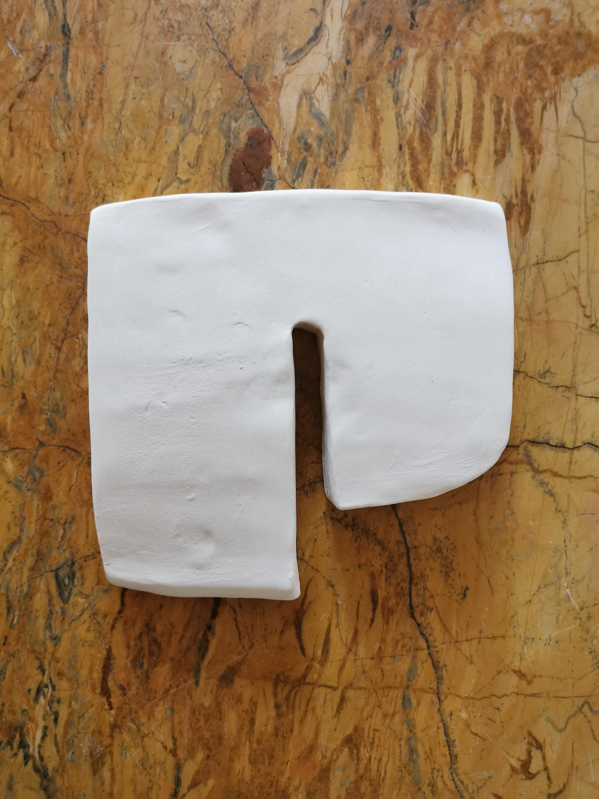 Forme fertile #17, 2020, faience blanche, 14x14 cm
