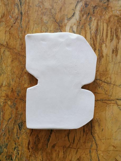 Forme fertile #9, 2020, faience blanche, 16x11 cm