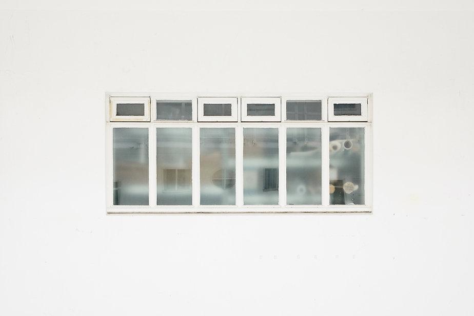 Fenêtre et le mur blanc