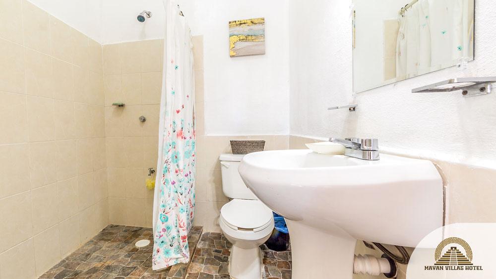 Yala-Hau: Bathroom