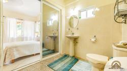 Bamboo Suite: Bathroom