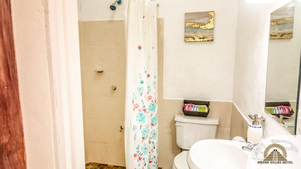 Chi-Chen: Bathroom