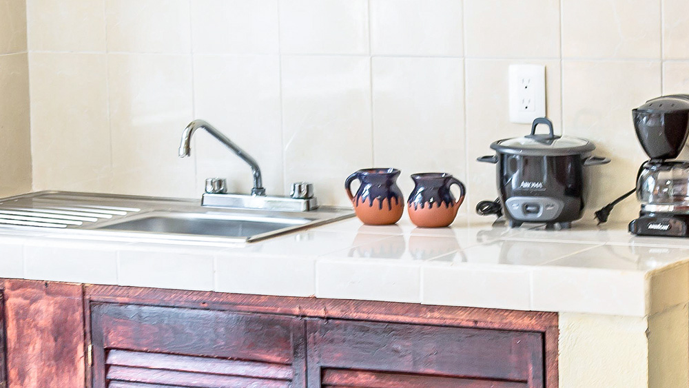 Quetzal: Kitchen Counter and Sink