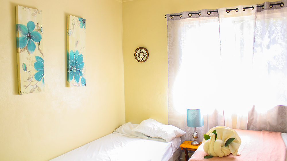 holbox-bedroom-2beds-window