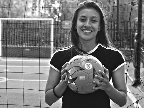 Lina Gómez, detrás de canchas