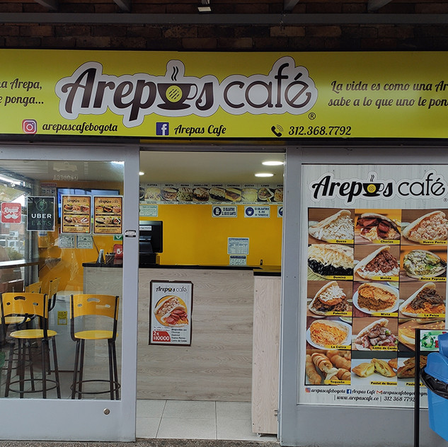 Fachada de Arepa Café ubicado en la calle 147 #17-95 en el Centro Comercial Caobos 147